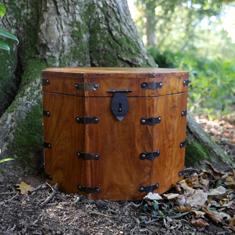 Hexagonal Wooden Trunk 1