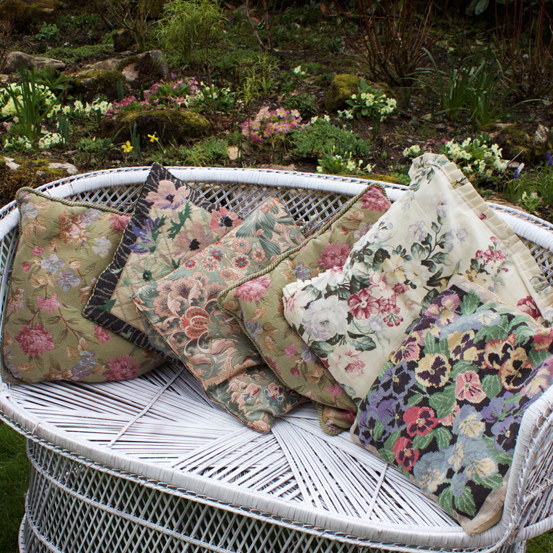Assorted Cottage Cushions x6