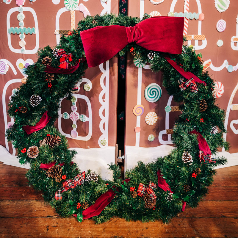 Giant Traditional Christmas Wreath 4