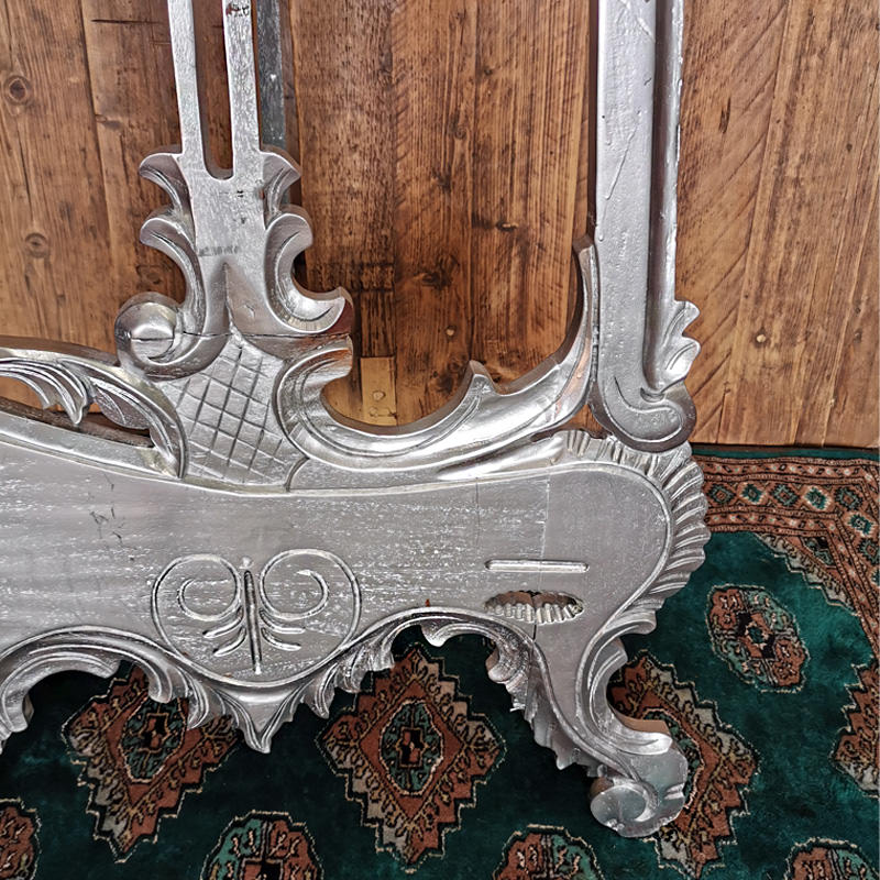 Silver Ornate Easel  3