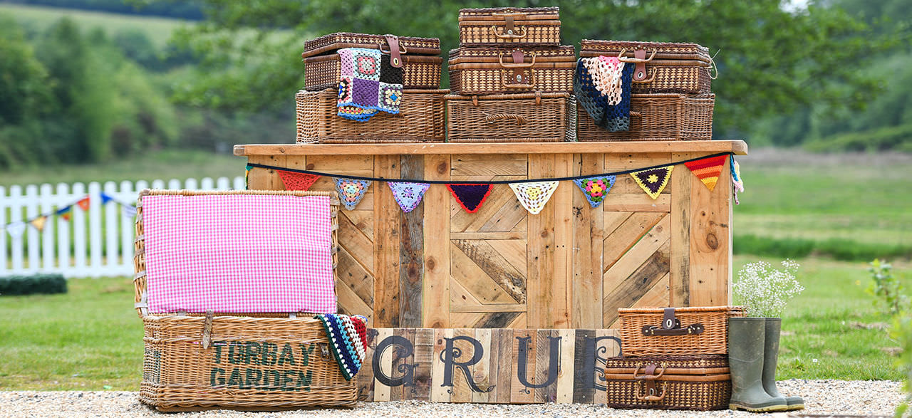 Rustic Bar & Baskets